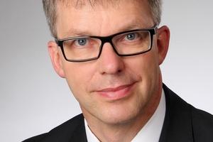 """Professor Jörn Lass übernimmt die Stiftungsprofessur """"Technik der Gebäudehülle"""" zum 1. Oktober 2014."""