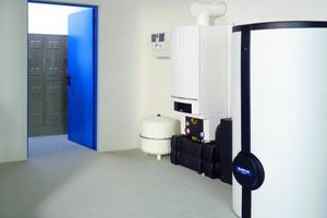 Bei einer Anlage bestehend aus einen Gas-Brennwertgerät mit 100 kW, Leistung und einem 1000 l Pufferspeicher beträgt der Wasserinhalt bereits ca. 2000 l.