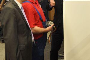 Der niedersächsische Umweltminister Dr. Stefan Birkner (rechts) diskutierte anlässlich seines Besuchs bei Brötje auch über die Auflösung des Sanierungsstaus in bundesdeutschen Heizungsräumen (Foto: August Brötje GmbH, Rastede)