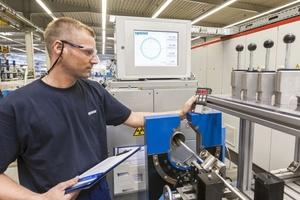 Mit der am Standort Zella-Mehlis entwickelten SACP-Technologie (Seamless Aluminium Composite Pipe) wird das Aluminiumrohr nahtlos extrudiert.