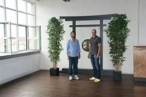 Im Yoga-Raum: Pure-Geschäftsführer Kristof Pütter (links) und Dieter Schmolke, geschäftleitender Clubmanager (rechts), sind stolz auf den Erfolg ihres Fitnessclubs.<br />