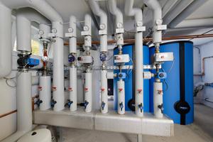 """Die beiden Buderus-Warmwasserspeicher """"Logalux SF750"""" mit Speicherladesystem """"LSP3"""" können zusammen 1500 l bevorraten.<br />"""