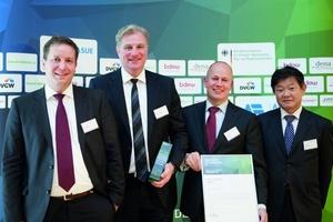 Preisträger (v.l.n.r.): Sven Schwarze (KKU Concept GmbH), Oliver Eschenfelder (KKU Concept GmbH), Peter Aarsen (Yanmar Europe B.V.), Yosuke Tajima (Yanmar Energy System CO.,LTD.)