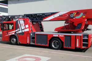 Drehleitern von Metz Aerials werden von Feuerwehren weltweit eingesetzt.<br />