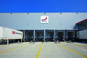 Mit seinem neuen Logistikzentrum in Lahr hat Zehnder einen zentralen Knotenpunkt für die Distribution seiner Produkte innerhalb des europäischen Marktes geschaffen. (Zehnder Group Deutschland GmbH)
